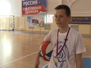 Полицейские подарили грязовецким школьникам баскетбольную экипировку