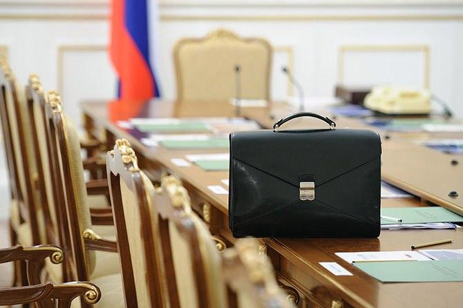 Путин еще на год снизил зарплаты генпрокурору, главам Минюста, МВД, СКР, ФСБ и ФСКН