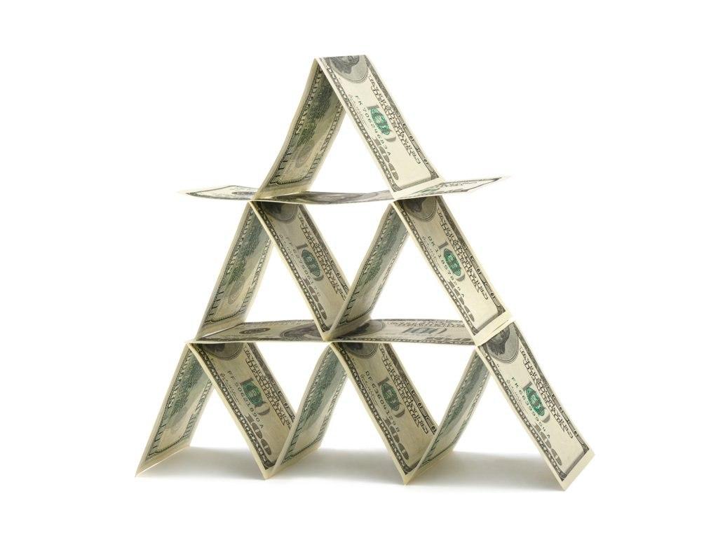 Депутаты поддержали идею уголовного наказания за финансовые пирамиды