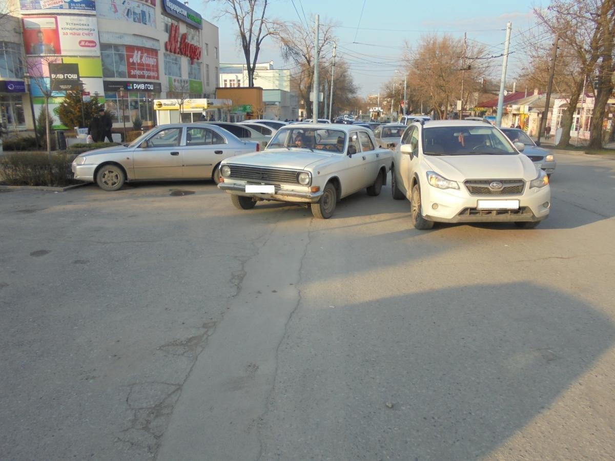Вчера в Таганроге «Волга» столкнулась с Subaru Impreza