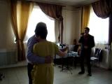 Акбулат Утеуев исполняет песню для родителей