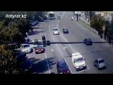 Жесткое столкновение мотоцикла и автомобиля в Шымкенте