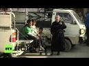 Сирия Жители пригорода Дамаска вернулся в свои дома после прекращения огня.