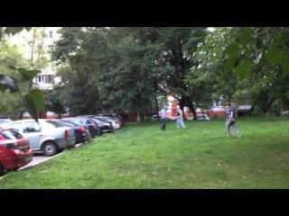 Московский дворик. Ребята отдыхают.