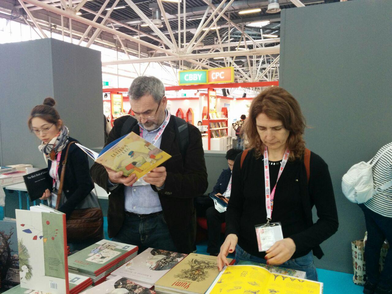 Юрий Шипков и Татьяна Носова, на книжной выставке в Болонье