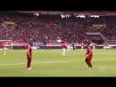 Игроки мюнхенской «Баварии» Тьяго Алькантара и Дуглас Коста устроили настоящее шоу в перерыве матча со «Штутгартом»
