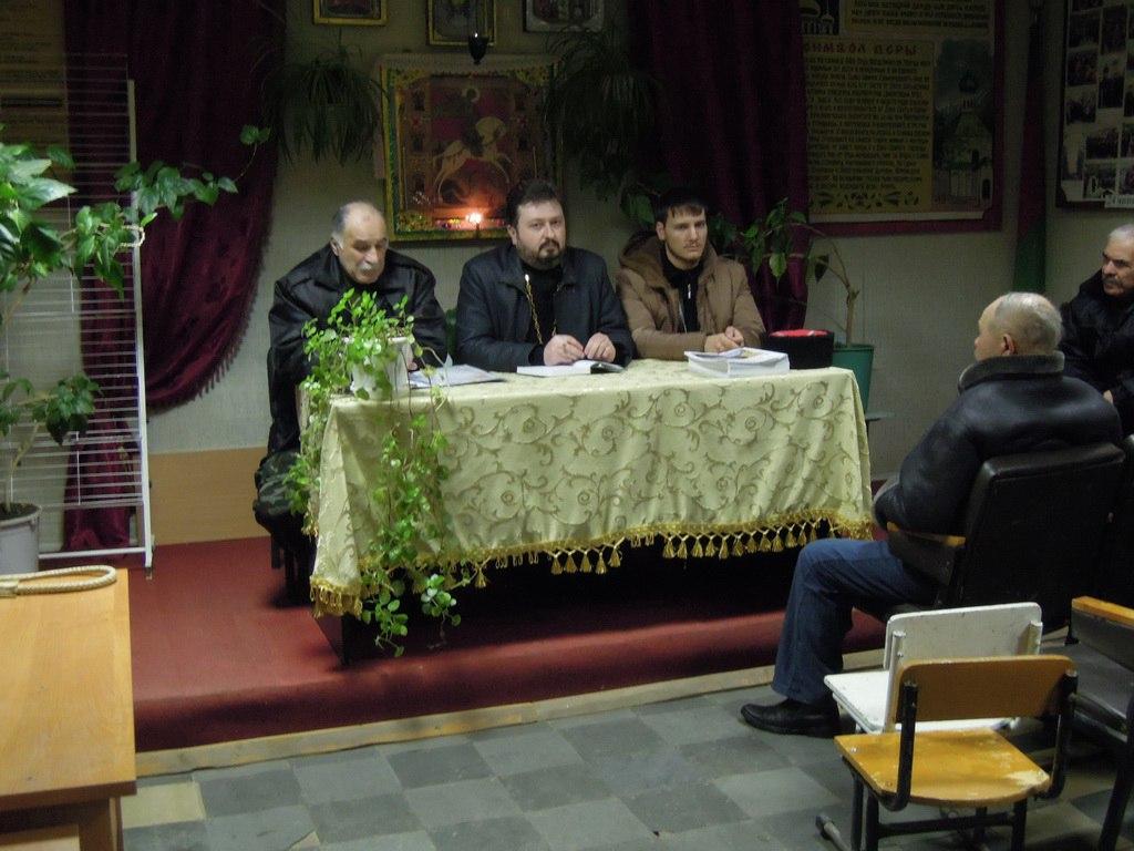 Казакам станицы Зеленчукской представили штатного священника Петропавловского храма