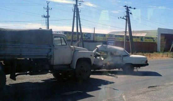 В Таганроге столкнулись два «ГАЗа», водитель одного пострадал
