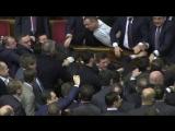 Барна vs Яценюк - детальное видео драки в Верховной Раде