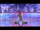 Парень танцует как будто он без костей