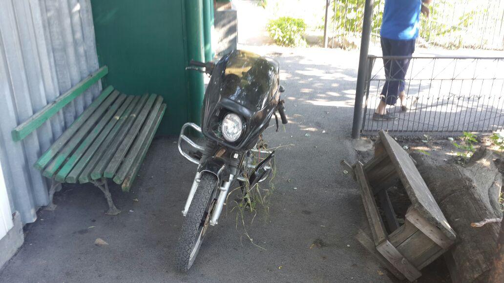 Под Таганрогом при столкновении автомобиля Renault и мотоцикла Stels пострадал человек