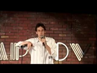Стенд ап комик выкрутился после выкрика из зала