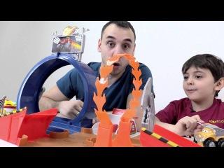 Видео для детей: Папа Роб и Ярик. Машинки Вспыш, Крушила. Гонки. Герои мультика Вспыш и Чудо-машинки