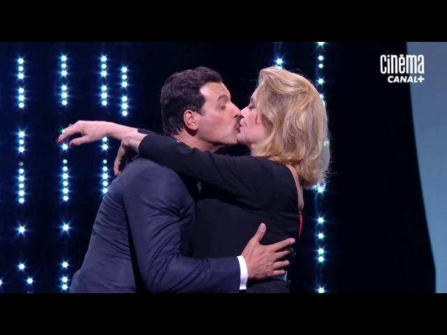 Le baiser de Catherine Deneuve et Laurent Lafitte
