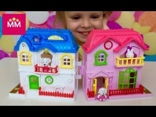 Открываем игрушечный домик с собачками и мебелью