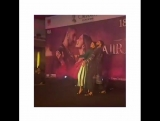 Ранвир Сингх и Дипика Падукон на промоушене фильма Bajirao Mastani танцуют под песню Malhari