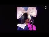 """Sia, en Live avec """"Alive"""" - C à vous - 09 ⁄12⁄2015 Париж, Франция."""