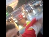 Сослан Рамонов в сопровождении друзей и родных едет по улицам Владикавказа