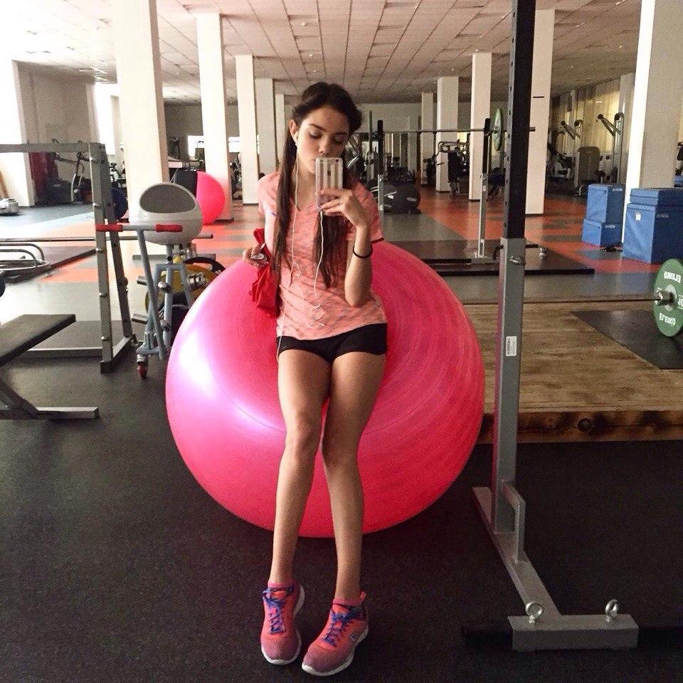 Розовый мяч Новогорска & Индивидуальный чемодан фигуриста XBUzrX2L4UE