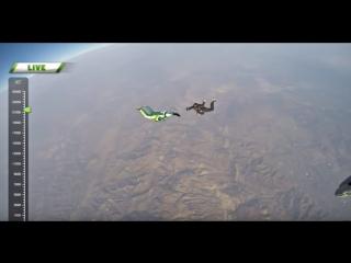 Скайдайвер прыгнул без парашюта с высоты 7,6 километра