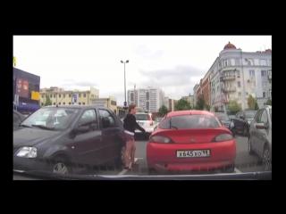 Прикол Девушка перекрестила и дверь закрылась Девушка обожает свою машину