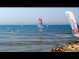 Я самая быстрая оказалась))) одной рукой по воде) виндсерфинг на Средиземном море
