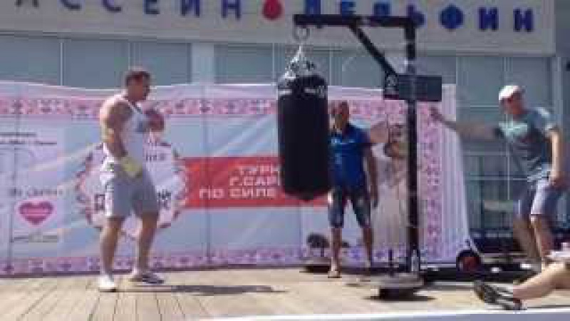Рекорд России по силе удара Удар кулаком больше тонны 1021 кг Сергей Ломакин