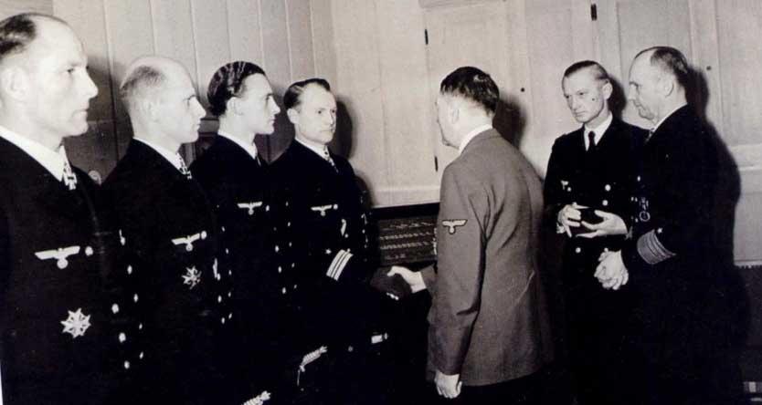 Фюрер и немецкие подводники