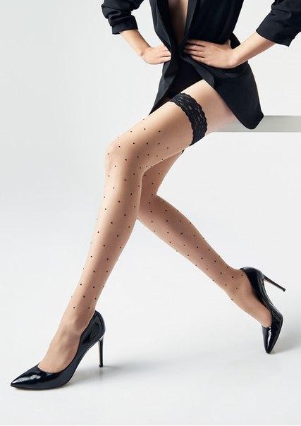 ❤ Фантазийные самодержащиеся чулки на кружевной кайме 5.5 см с силиконом. Модель украшена объемным бархатным черным горошком. Прозрачный носок.