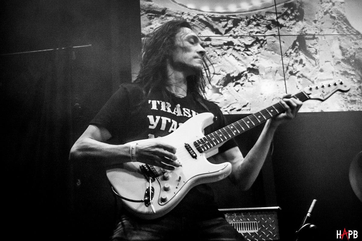 У гитариста«Бахыт-компот» украли гитару