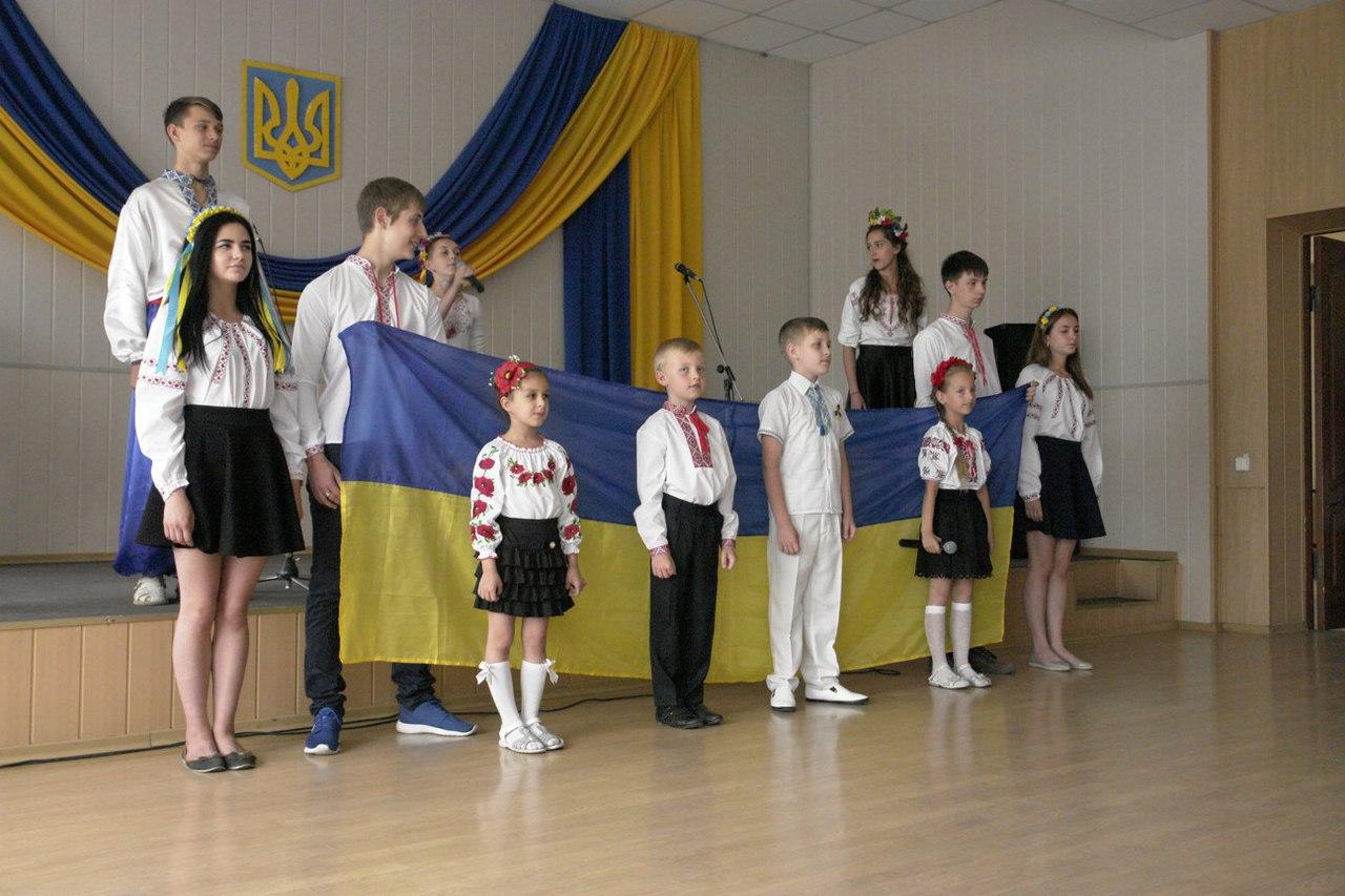 В Покровске (Красноармейске) состоялся праздничный концерт, фото-6