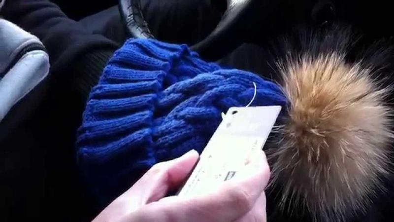 Женская шапка с помпоном енота (Women's hat with pompom raccoon)