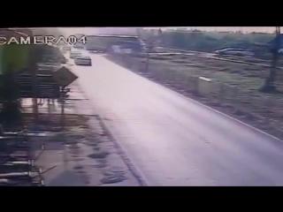 Туристический автобус столкнулся с поездом в Таиланде, есть жертвы