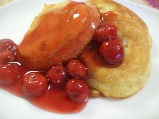 Оладьи на сыворотке (заварные)с вишневым соусом