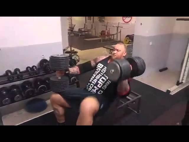 Хафтор Бьорнссон - Наклонный жим гантелей по 83 кг