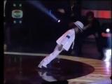 Маленький мальчик танцует как Майкл Джексон