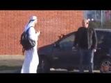 Пранк араб кидает сумку с бомбой - 480x360