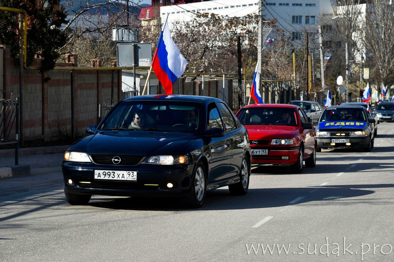 В Судаке состоялся автопробег, посвящённый второй годовщине референдума.