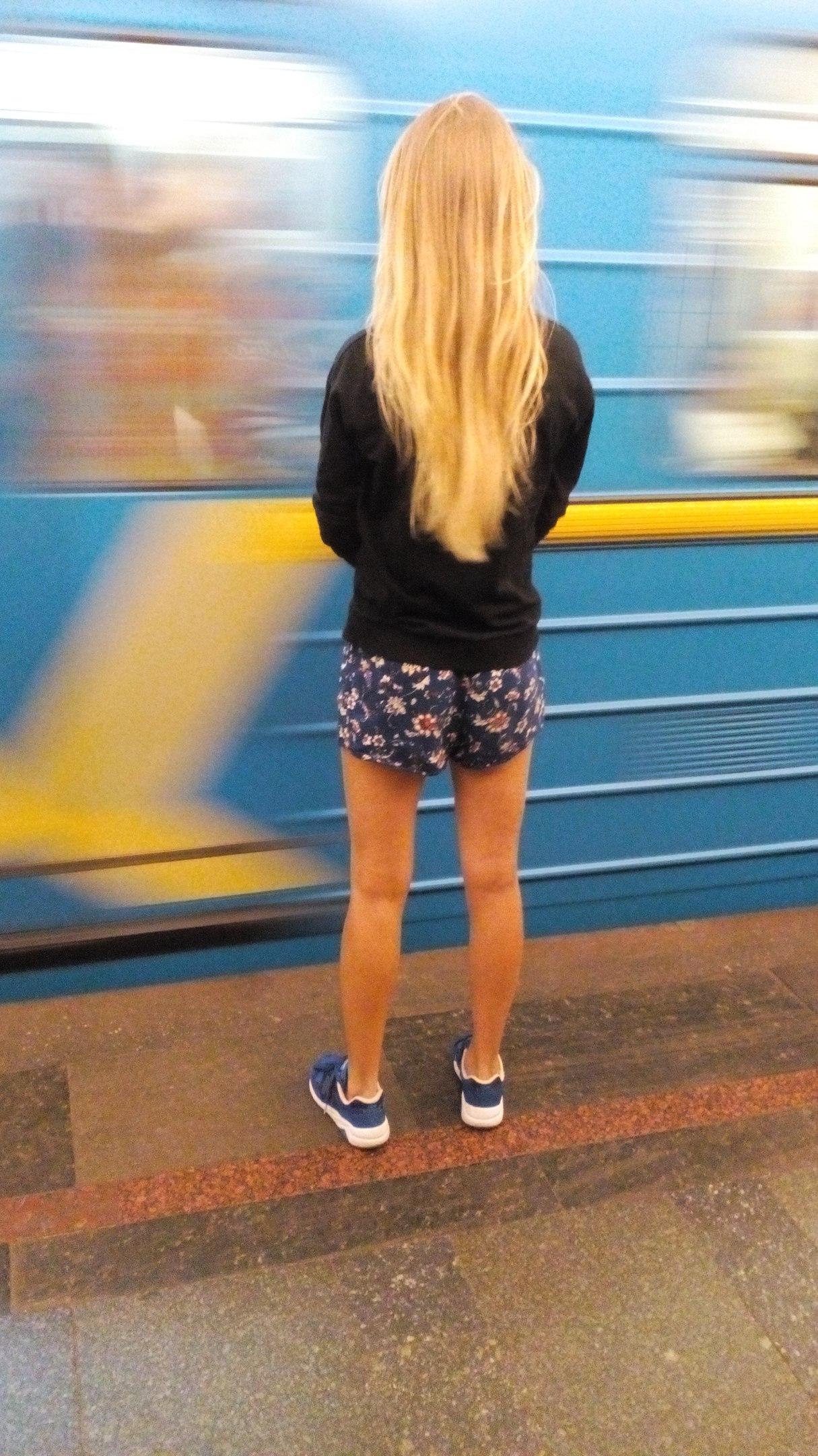 Девушки на шпильках и в шортиках в контакте, вязка шпицев видео