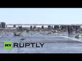 Спасатели разбирают завалы на месте крушения Boeing в Ростове-на-Дону