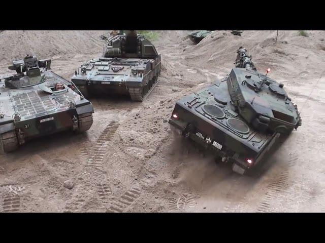 Giant RC Tank's Militärspielzeug in Action Erlebniswelt Modellbau Erfurt [1080p]