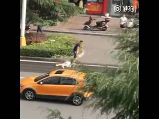 Woman screams for help when being hair dragged across street