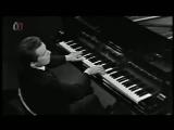 Глен Гульд играет Моцарта по-голливудски
