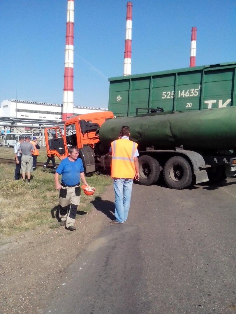 В Башкирии столкнулись «КамАЗ» и вагон