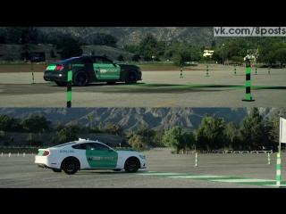Гонщик едет по реальной трассе в машине, надев очки Окулус Рифт / Castrol Titanium Strong Virtual Racers Oculus Rift