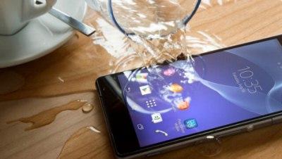 Что делать, если в телефон попала влага? фото