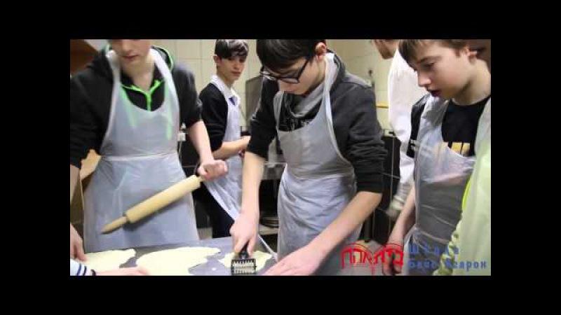 Выпечка мацы, ученики школы Бейс-Агарон, 2016