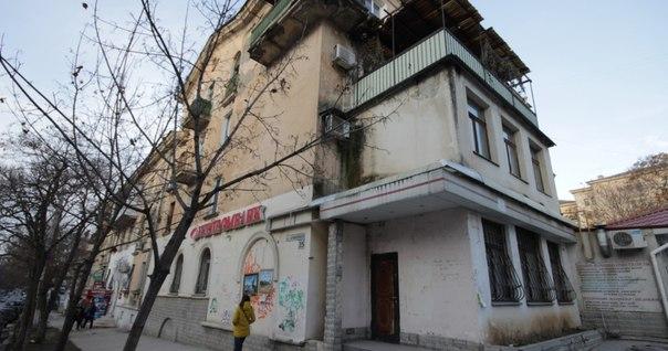 В центре Севастополя снесут балконы и пристройки
