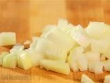 Как правильно и быстро нарезать лук кубиками