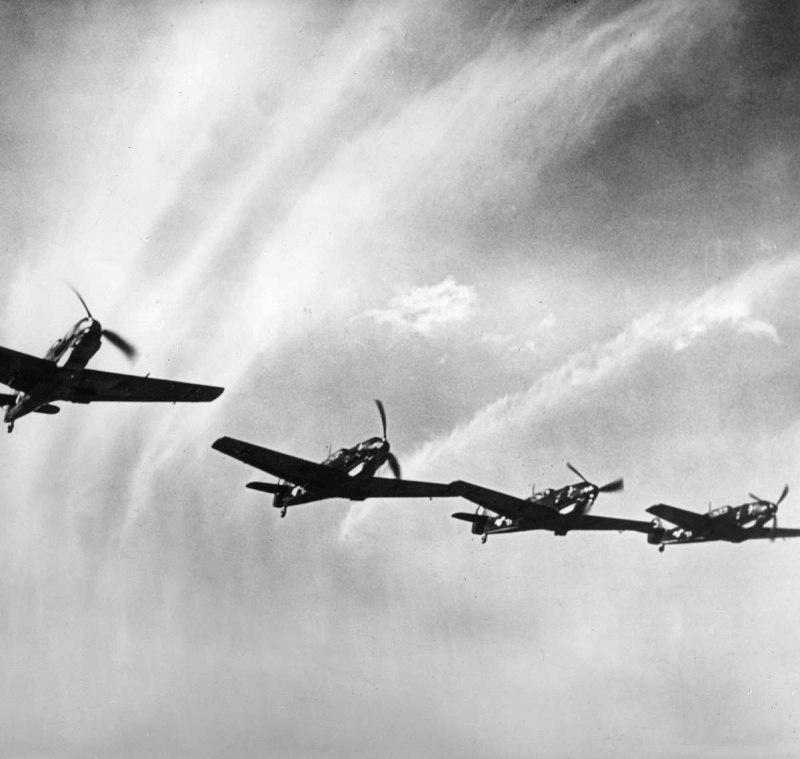 Звено немецких истребителей Мессершмитт Bf.109E. 1939 год.